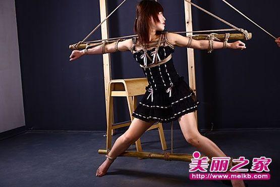 阳春美女被捆绑的图片