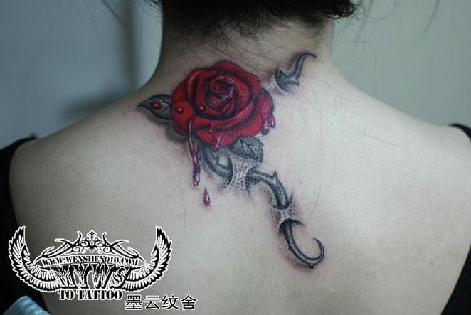 胸口滴血玫瑰纹身/滴血玫瑰花纹身图片/滴血玫瑰纹身图片